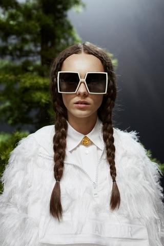 大鏡面讓臉變小!Dior 30 Montaigne 太陽眼鏡心機修飾長方臉