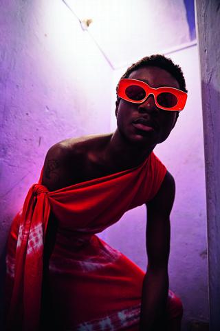 回頭率大增!Loewe Paula's Ibiza 2020夏季系列太陽眼鏡幫高調