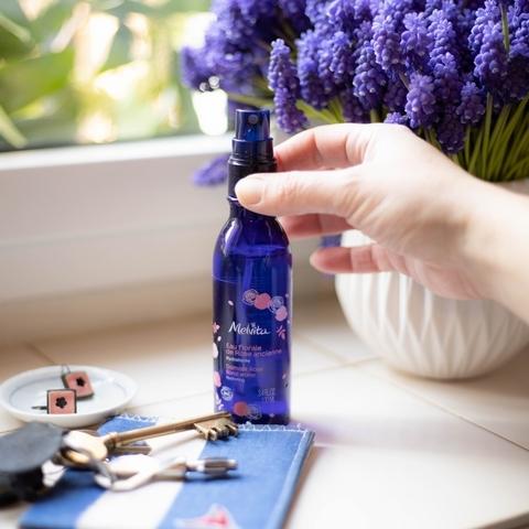 夏天喝水的最美行頭,就是Melvita 莫蘭迪色隨行杯,買經典玫瑰花粹就能帶回家
