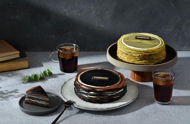 星巴克:竹炭巧克力奶酒千層薄餅(950元 / 6吋)、抹茶千層薄餅(850元 / 6吋)