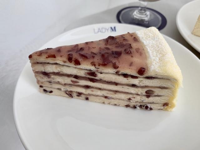 紅豆千層蛋糕(切片 280 元 / 九吋 2,800 元)