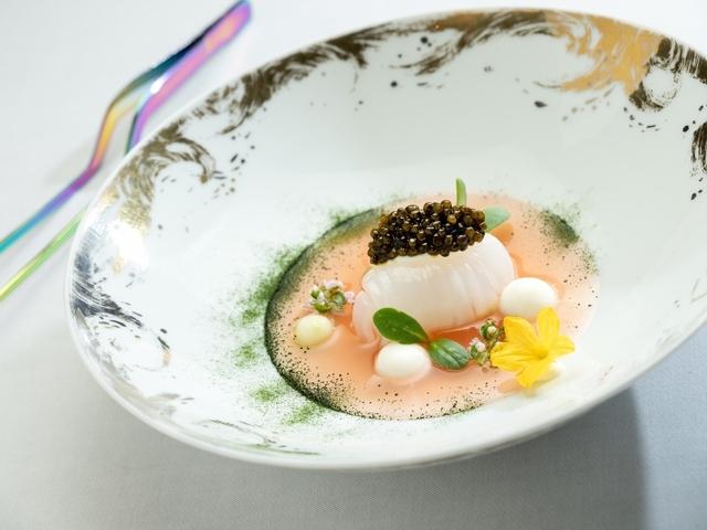 法國魚子醬.澎湖軟絲.微藻.番茄清湯 .莫札瑞拉起司
