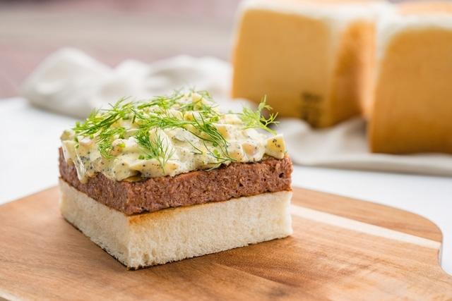 未來肉排吐司・雙起司・松露蛋沙拉 780元