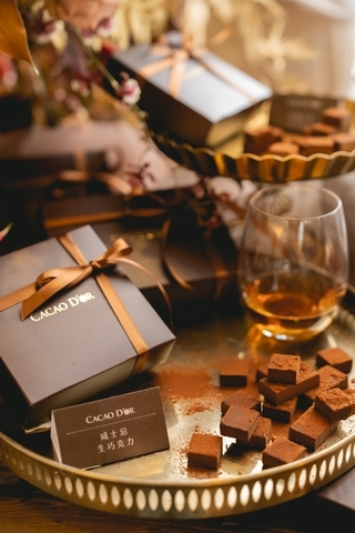 威士忌生巧克力 390元 / 盒