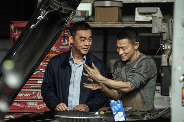 劉德華、劉青雲時隔18年再合作默契依舊! 《拆彈2》被吊8層樓高沒在怕