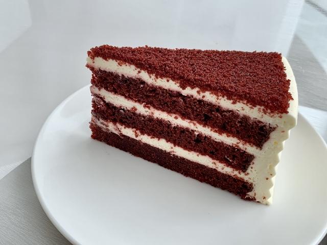 紅絲絨蛋糕(九吋 2,600 元/切片 260 元)