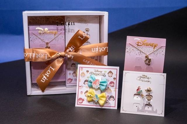迪士尼公主系列刷具化妝包組 890元