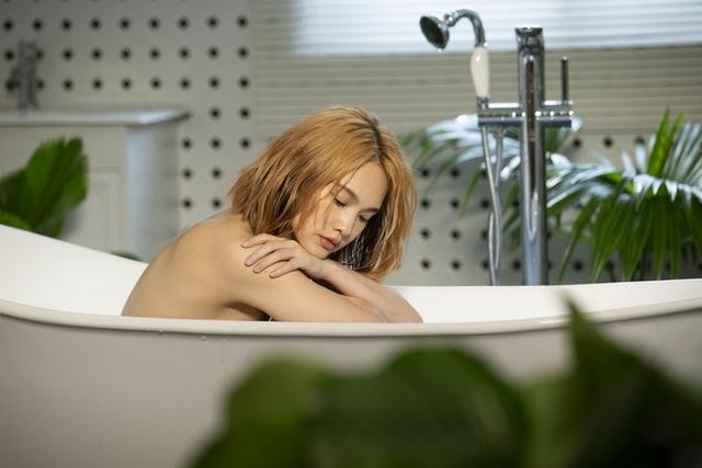 楊丞琳寬衣解帶泡澡解放   夜店甩頭嗨舞「比跳床還累!」