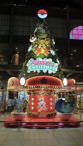 台中中港店:旋轉木馬耶誕樹