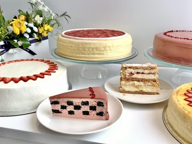 草莓千層酥(切片 270 元)、草莓海綿蛋糕(9吋 2,700 元 / 切片 270 元)