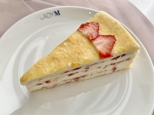 草莓千層(9 吋 2,800 元 / 切片 280 元)