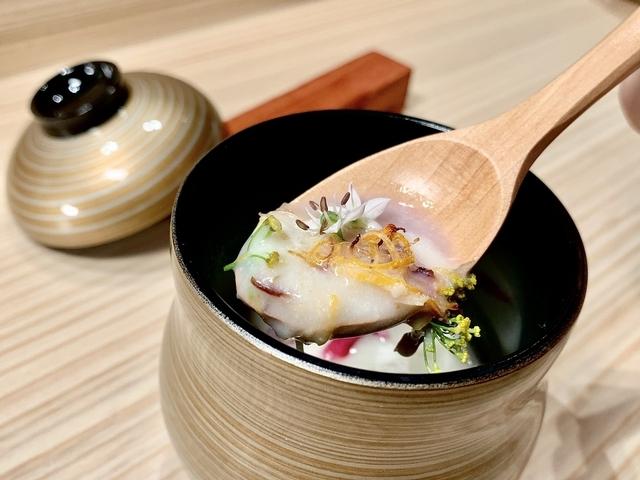 暖湯以白花椰菜、蛤蠣、洋蔥燉煮,滋味濃淡合宜。