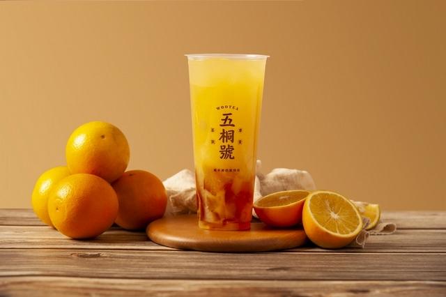 鮮榨柳橙凍飲 M 55 元  L 65元