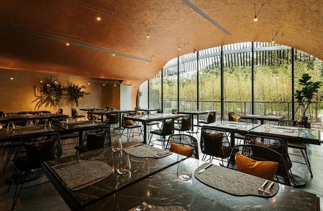 亮點2:明亮自然的洞穴餐廳