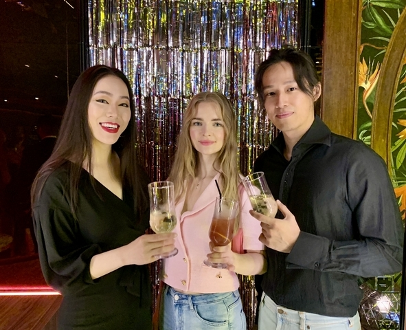 美女空姐兼作家邦妮 Bonnie、主持人徐新洋與其未婚妻 Soa