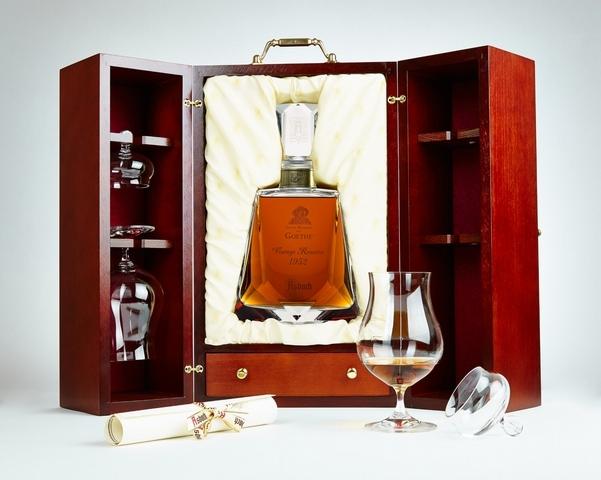 向德國文豪歌德致敬的Asbach 120週年紀念藏酒(Johann Wolfgang Von Goethe Vintage Reserve 1952)全球限量300件,精緻華美宛如藝術珍品。
