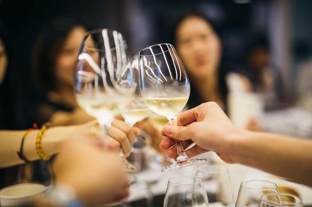 「誠品酒窖藏酒品鑑會」集結50酒莊、4000種酒款!罕見窖藏百年布根地紅酒、黛妃婚宴酒出爐,酒控必朝聖