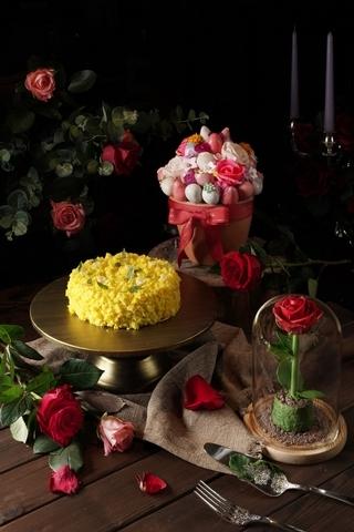 君品酒店 Giardino 1,980元(上)、義大利經典金合歡蛋糕 Mimosa Cake 1,280元(6吋,中)、花語系列 2,980元(下)