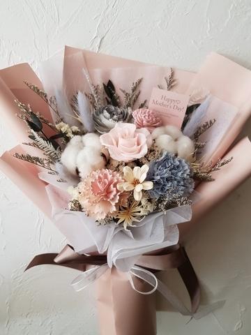 3. flower&house 永生康乃馨玫瑰花 1,500元起