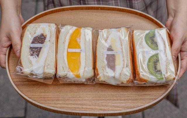 舒芙蕾三明治組合:紅豆鹹奶油、芒果、芋泥布丁、奇異果 600元(四款口味各一)