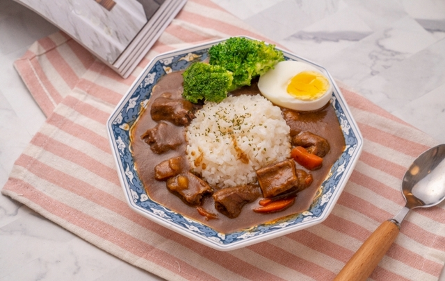 日式牛肋條條咖哩套餐 280元