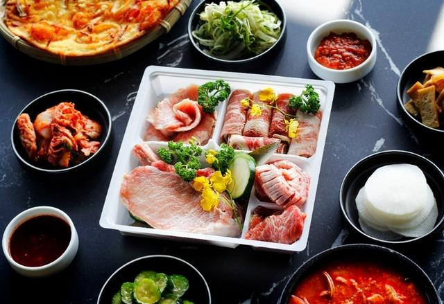 虎三同 伊比利生菜包肉組 1,199元