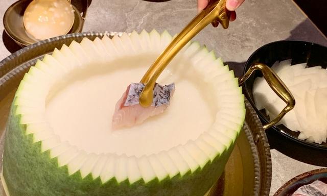 原盅冬瓜粥海鮮總匯 2,180元(附綜合海鮮總匯拼盤、冬瓜片)
