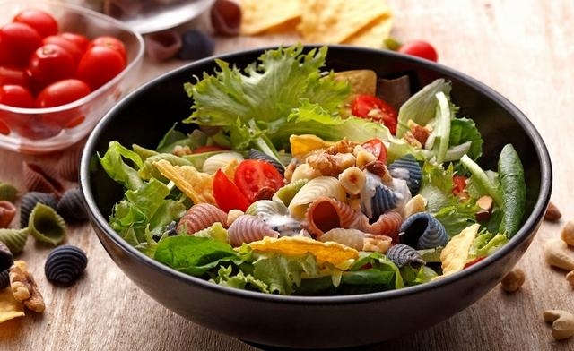 健康綜合堅果彩色貝殼麵沙拉
