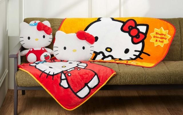Hello Kitty玩偶毛毯組、暖手枕毛毯組1,280元