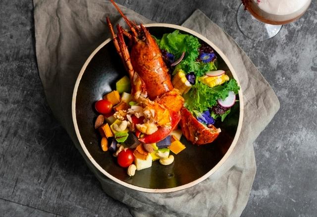 白蘭地煎烤波士頓龍蝦能量蔬果盆 880元
