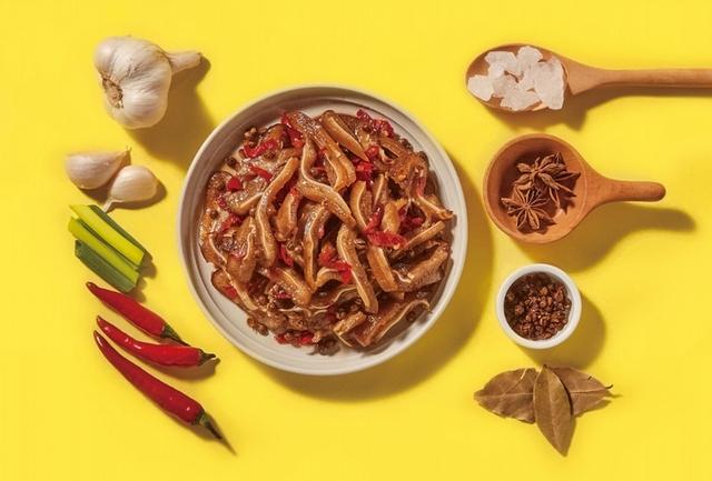 花椒香麻辣滷豬耳 129元