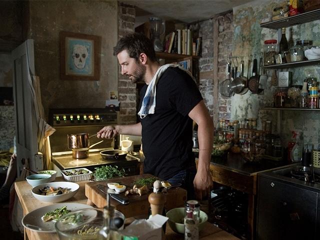 不當演員改當性感大廚 超級天菜布萊德利庫柏 10/30 準備上菜