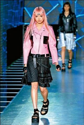 跨足電玩也跨界性別!Louis Vuitton 攜手威爾史密斯兒子拍攝女裝
