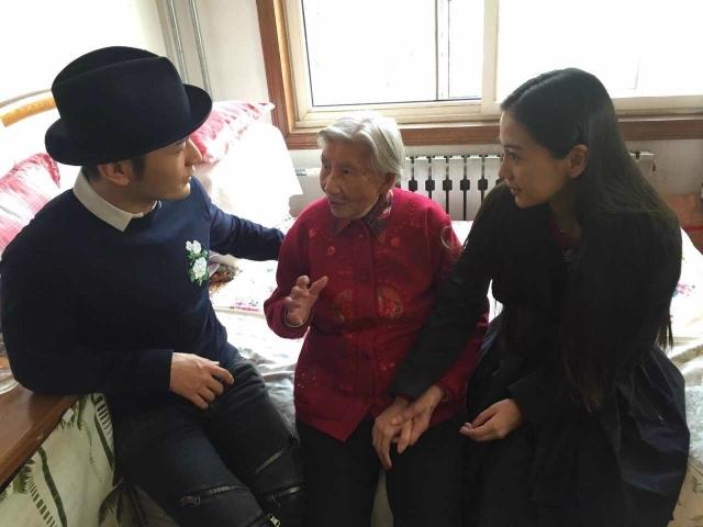 黃曉明Baby愛心無限 三探獨居老人被催生