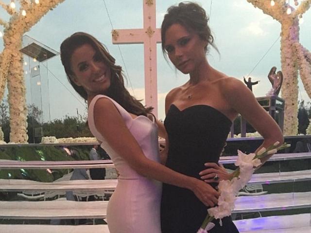 最棒的結婚禮物!維多利亞貝克漢為閨蜜「慾望師奶」設計婚紗
