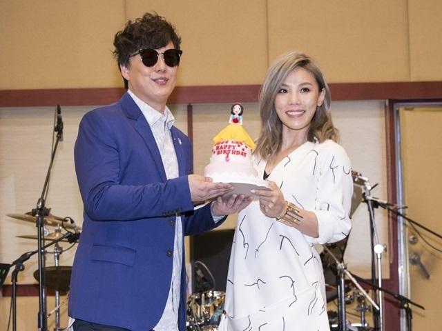李佳薇為新歌會暖身 蕭煌奇捧蛋糕驚喜慶生