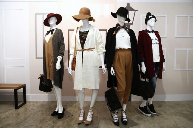 GU秋冬主打商品:百褶裙、開襟大衣、布勞森外套