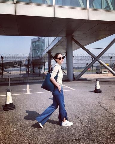 看她笑得雲淡風輕! 王菲簡單大氣 機場輕鬆搭出絕對Celine